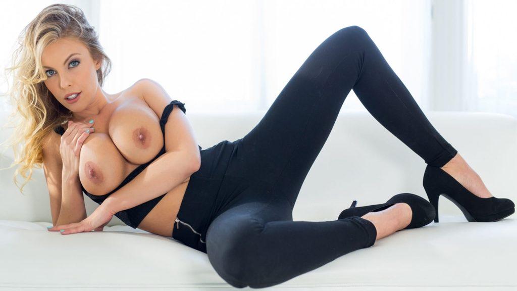 geiles foto von blondine oben ohne im gratis sex chat
